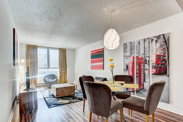 ★★★★★ Downtown Hip Loft with free indoor parking