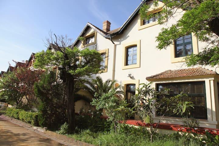"""Casa Victoriana """"Old England House"""" - Minas de Riotinto"""