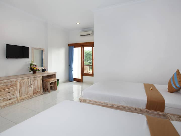 Twin Bedroom with Balcony near Uluwatu Beach
