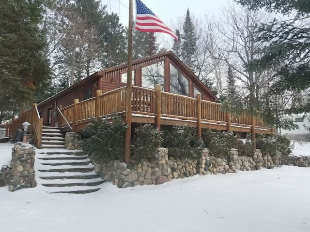 LOST LAKE CHALET (Hawks, MI): Open year-round! Snowmobilers welcome!