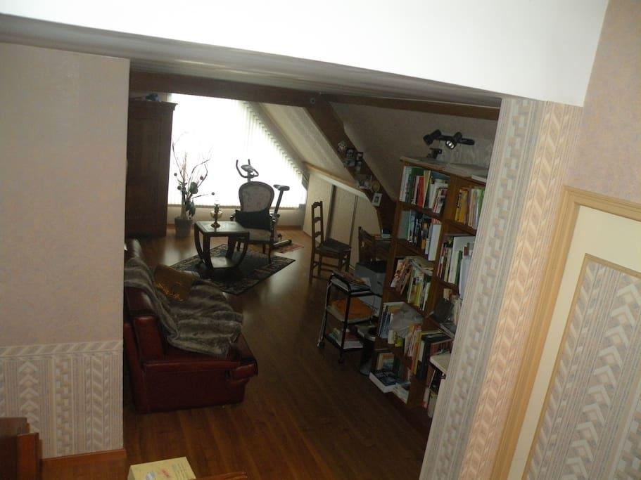 la mezzanine , espace sport, espace bibliotheque