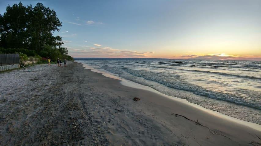 Sunny Shores Retreat