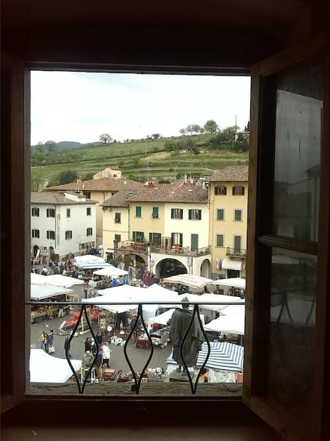 Apt in the historical square of Greve in Chianti