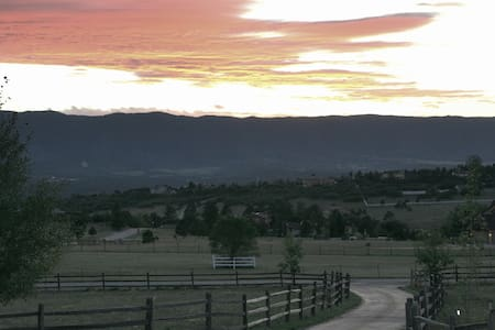 The Blue Spruce ~ Book for AF Graduation!!! - Colorado Springs - Bed & Breakfast