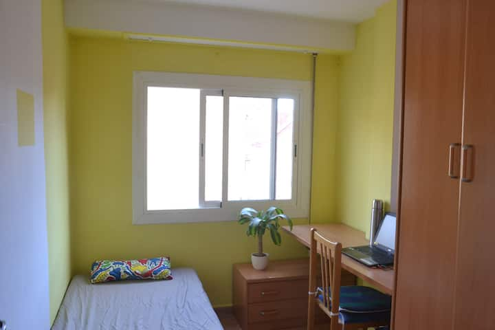 Private room close to the beach and UPV!
