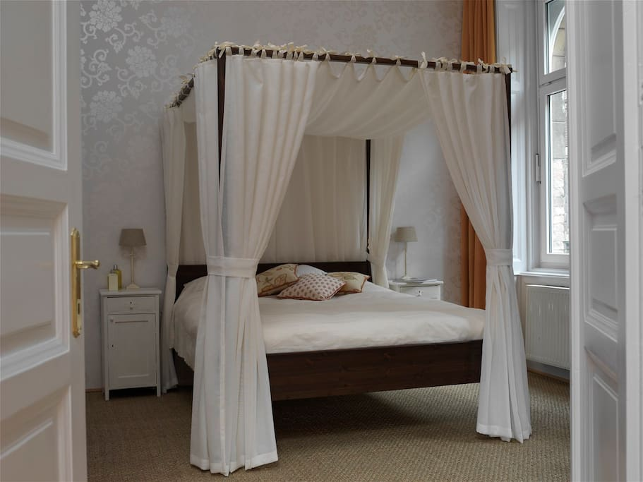 This room gives the feel of sleeping in old Budapest but has a super en suite with walk in shower room and spacious tiled bathroom.