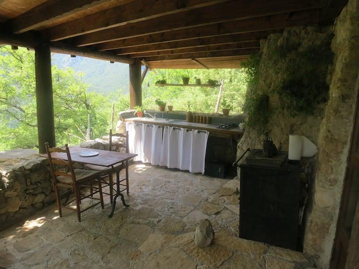 Maisonnette ecologique , piscine  en pleine nature