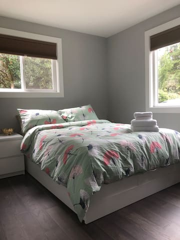Cozy private bedroom 15 minutes to Downtown