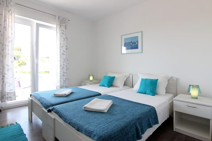 Lovely sea view room Mikula