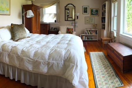 Southwest Vermont: Master Bedroom - Casa
