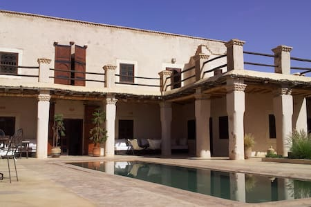 Magnificient villa Marrakech - Oumnass - 独立屋