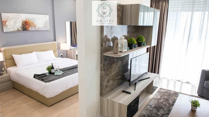 Luxury Studio c/w Bathtub