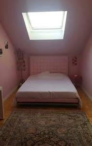 Chambre spacieuse avec king size - House