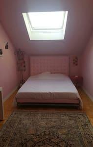 Chambre spacieuse avec king size - Alençon