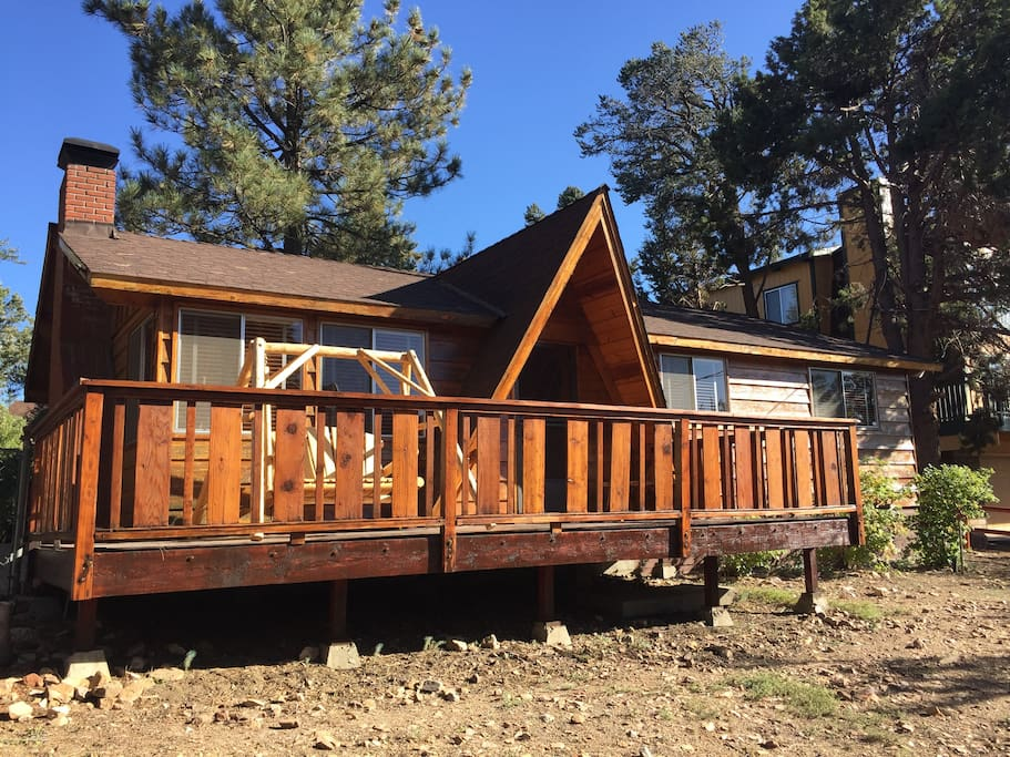 Tranquil trails retreat double decks and hot tub for Big bear 2 person cabin