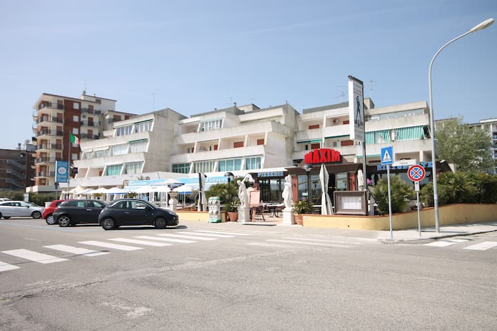Studio flat just 50 m from the sea - Lido delle Nazioni - Apartment