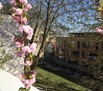 Suite avec balcon dans duplex sur parc 15' Paris - 蒙特勒伊 - 公寓