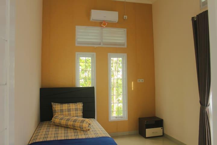 Kamar tidur lantai atas 2