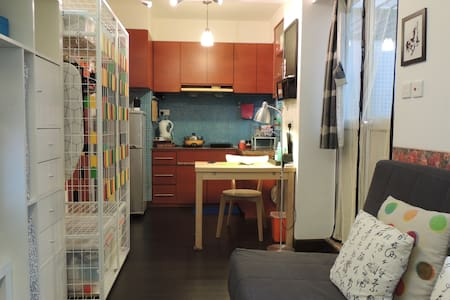 Studio Flat with Balcony - Kowloon City - Apartment