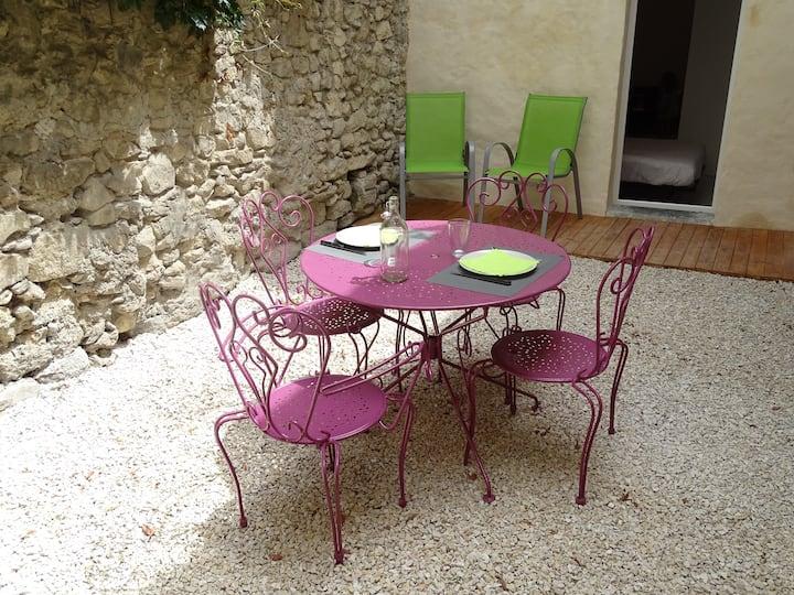 Festival d'Avignon - cour intérieure, wifi gratuit