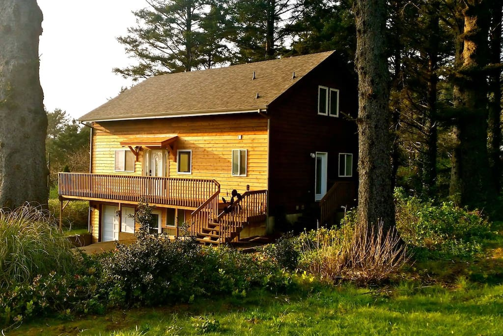 Gone coastal beach house houses for rent in cannon beach for Beach house rentals cannon beach