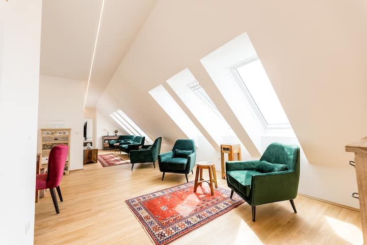 Big attic appartment at the heart of Graz