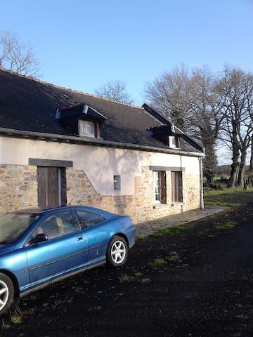 chambre à louer dans longère calme en campagne - Saint-Aubin-d'Aubigné - Dům