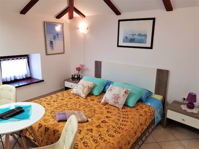 Lovely Noemi  Apartment with Two Bedroom