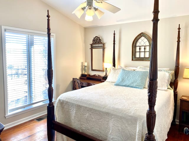 This cozy bedroom has a queen for your comfort. The vaulted ceilings are amazing. Yet again, another gorgeous view. This bedroom will share a full bathroom across the hallway.