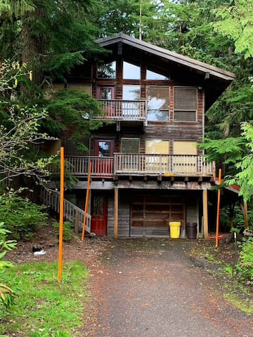 4bd/3bth (sleeps 10) in heart of Government Camp!