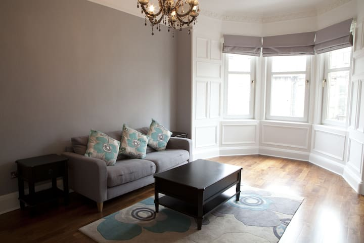 Quiet, secluded top floor flat very central 37/5.