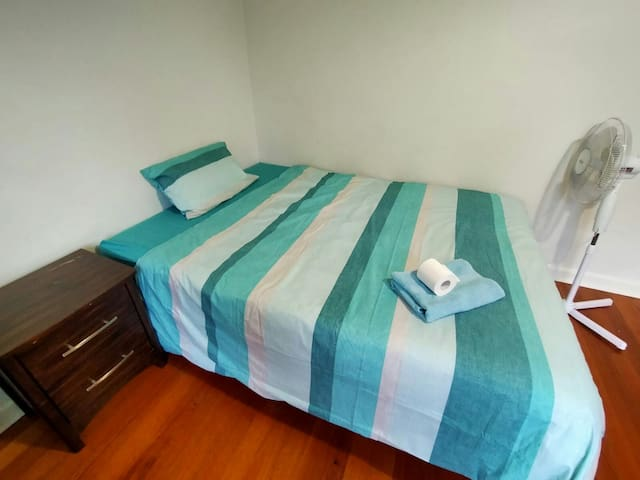 Spacious Bedroom comfort St Kilda. Near city