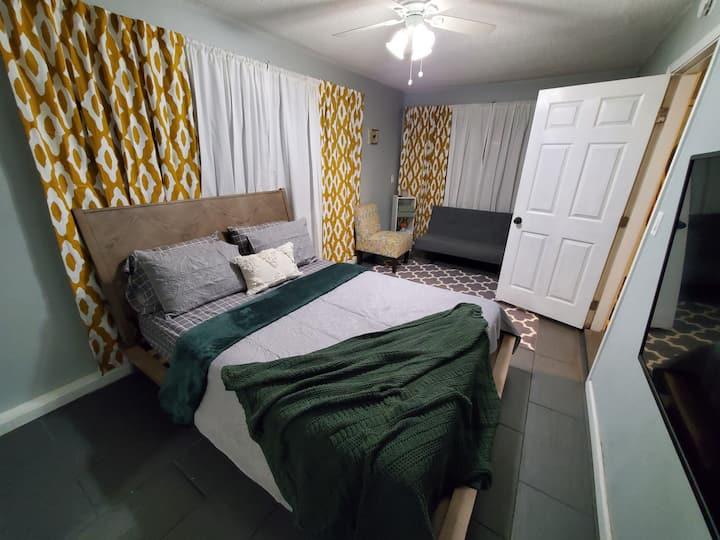 """""""Mini Vacation"""" Private Cozy Bedroom near LAX"""