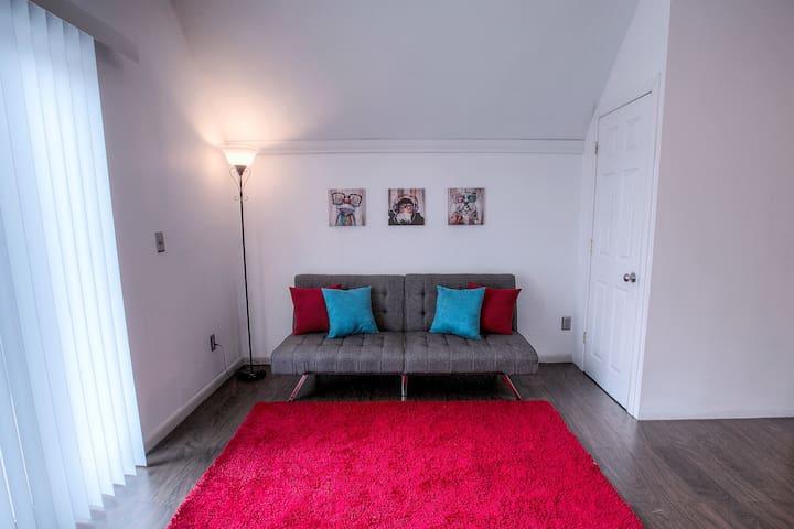 Ideally Located Modern Midtown Space! Sleeps 6!