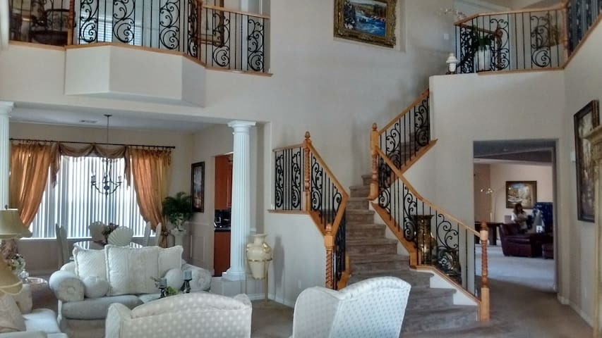 Rent a room in this Massive 4500 sqft house!!!