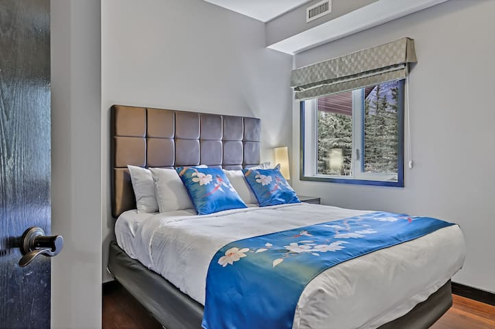 Second bedroom with queen bed and mountain view