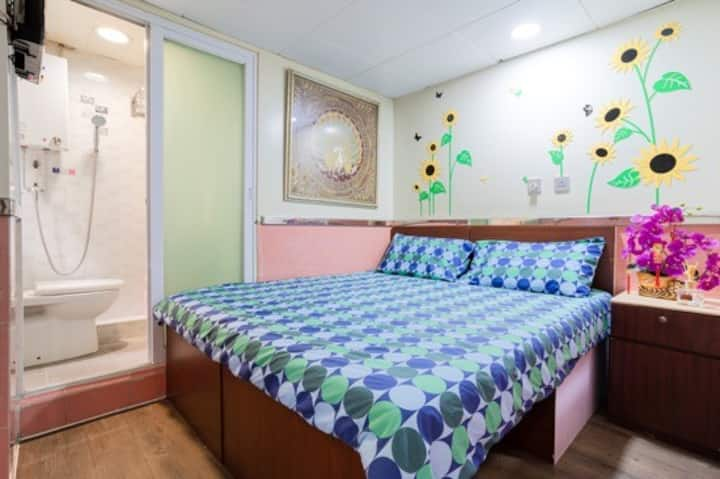 Double Room in Kowloon [3]