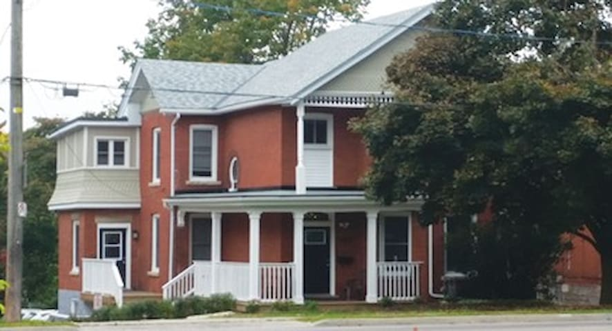 University Houseing - Guelph - House