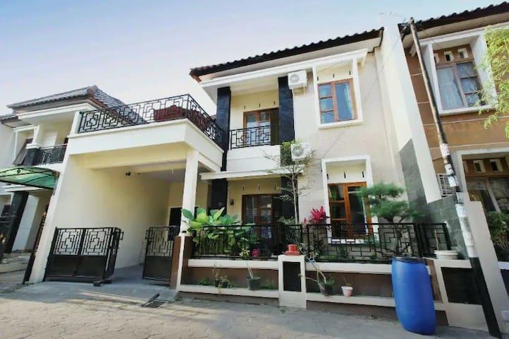 Yopi House