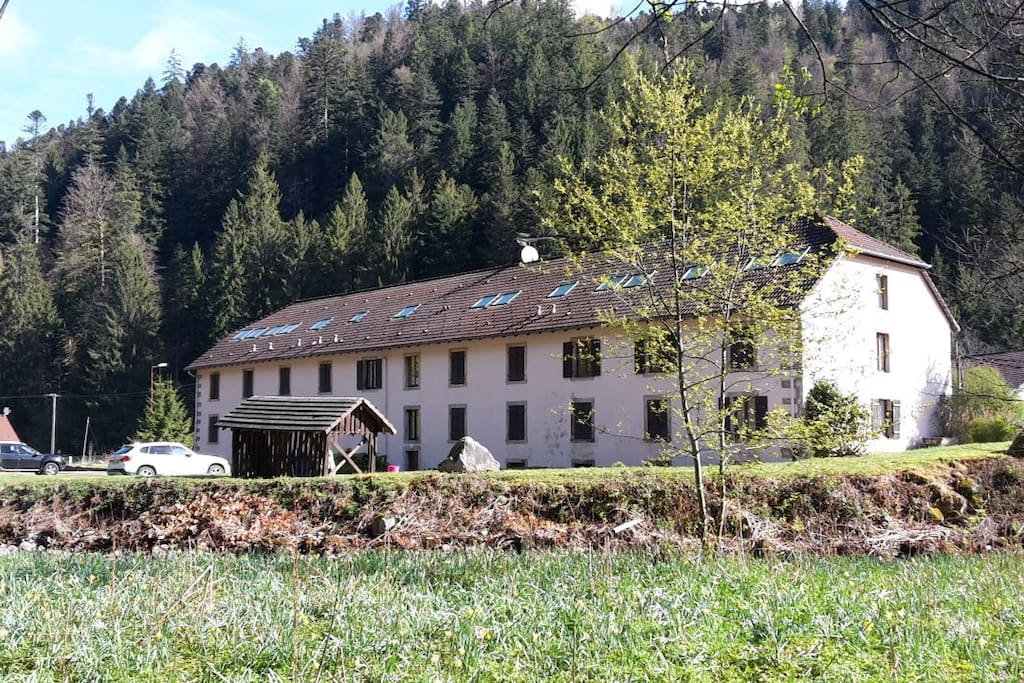 Le bâtiment - derrière