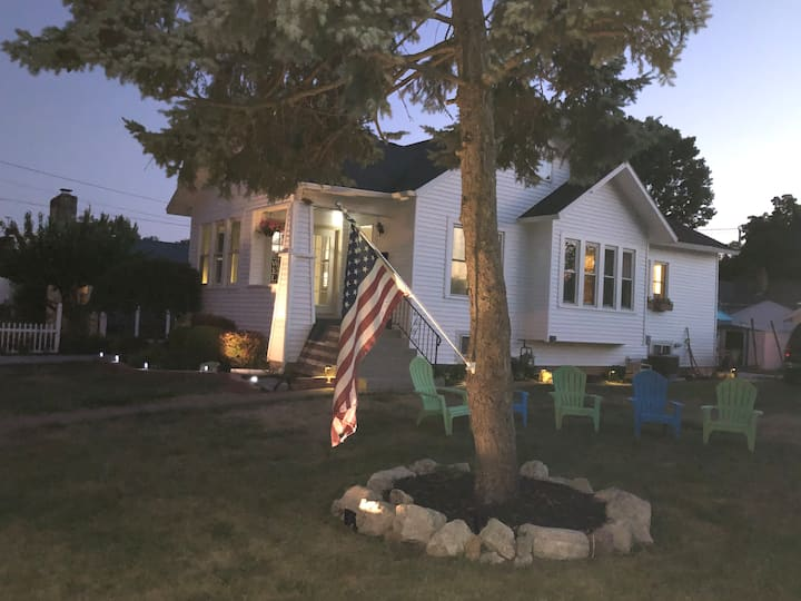 Holidays are better at the Lake! Port Clinton home