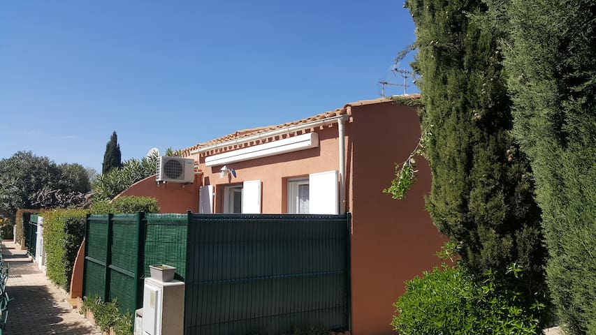 Maisonnette avec Parking Terrasse et Climatisation - Agde - บ้าน