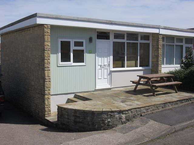 Gower Coast Chalet, sleeps 5, 2 bedrooms, WiFi