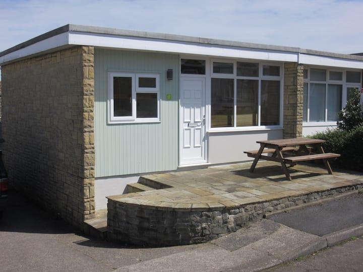 Gower Coast Chalet, sleeps 5, 2 bedrooms, WiFi