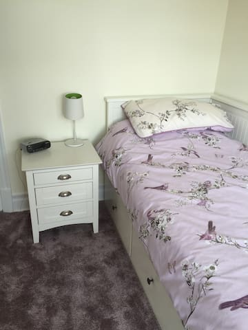 1 bed occupancy in a family home - own bedroom - Tynemouth