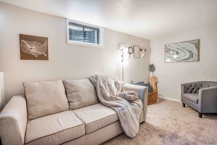Cozy Private Apartment  Near Downtown Littleton