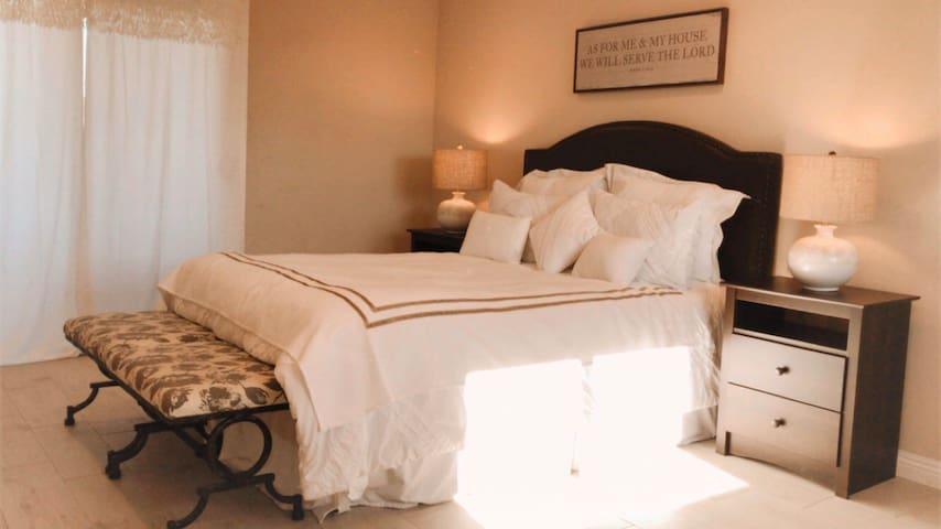 Gorgeous master bedroom near CSUF/Disneyland