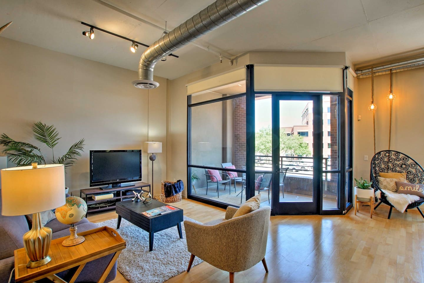 Book your Scottsdale getaway to this perfectly located 1-bedroom, 1-bath condo.