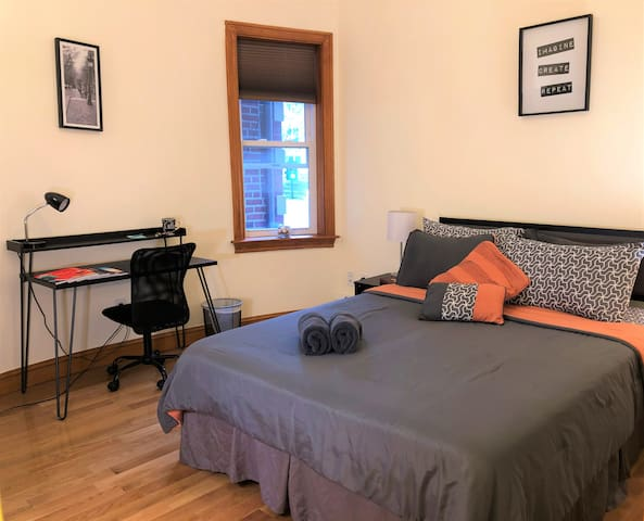 Beautiful Clean Brookline Room with Parking