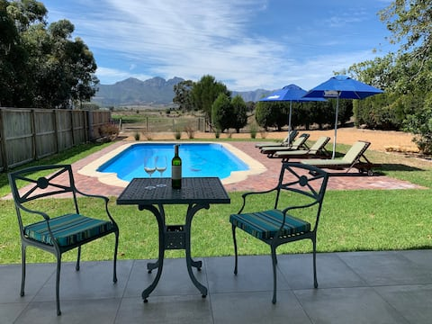 Winelands bungalow, private pool and mountain view